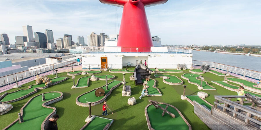 Mini-Golf on Carnival Dream