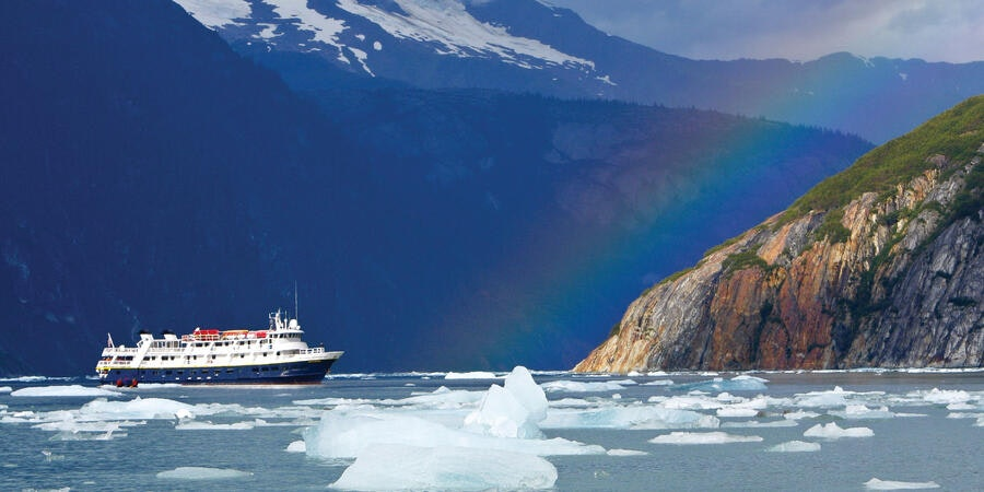 National Geographic Sea Bird ship in Alaska (Photo: Lindblad Expeditions)