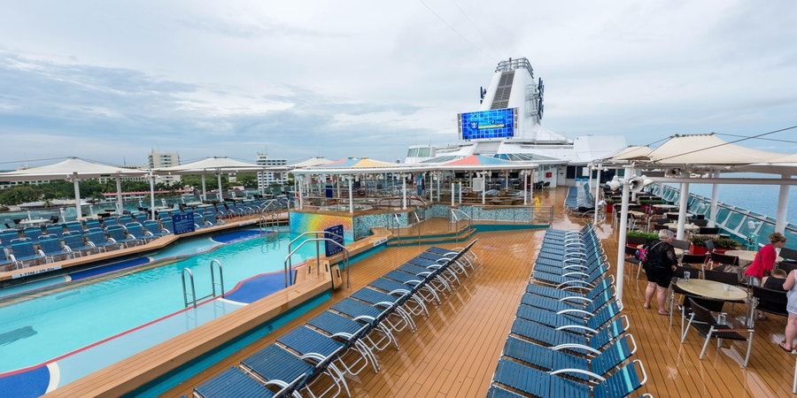 The Main Pool on Empress of the Seas