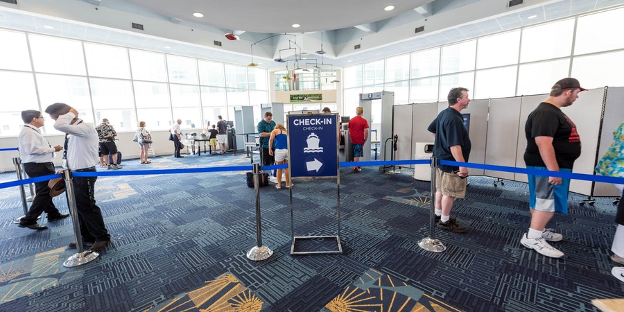 Cruisers checking in at PortMiami (Photo: Cruise Critic)