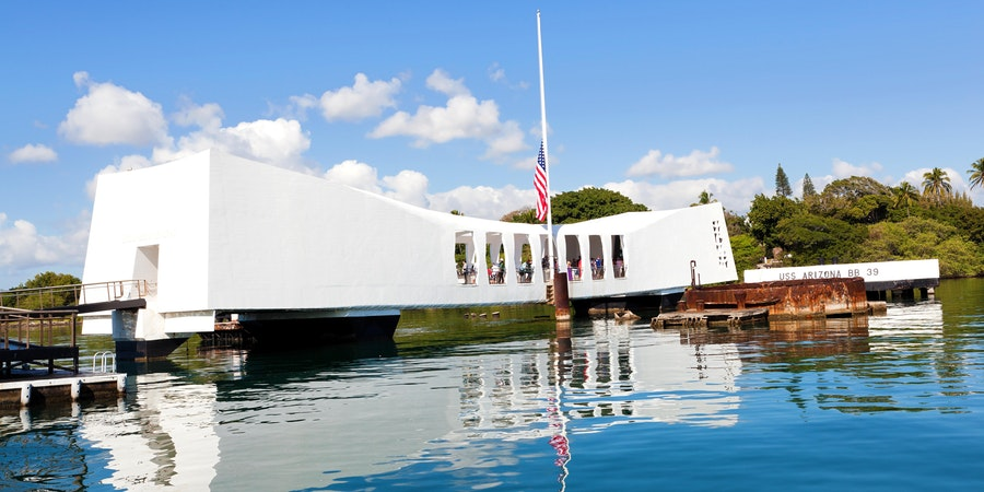 U.S.S. Arizona Memorial in Pearl Harbor (Photo: pinggr/Shutterstock)