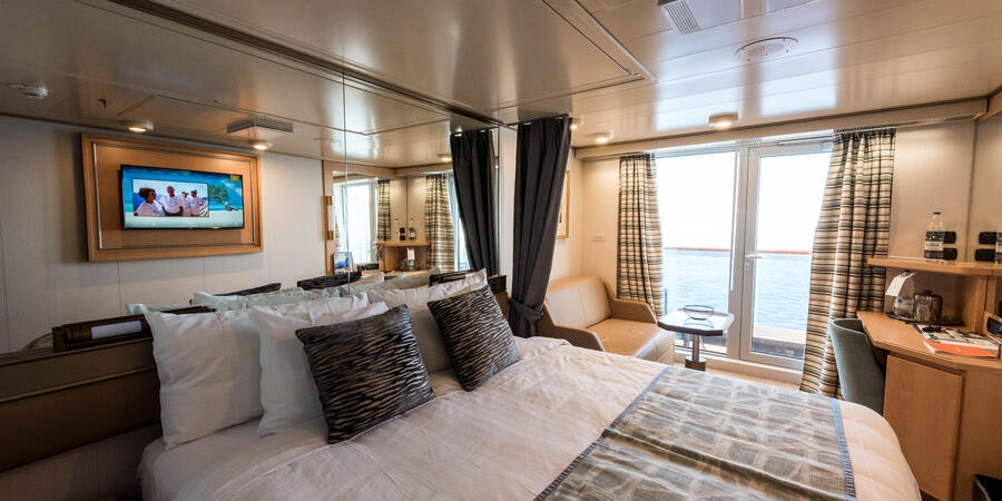 What To Expect On A Cruise Choosing A Cruise Ship Room Cruises