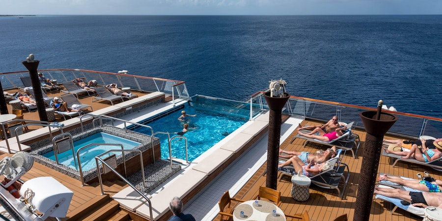 Infinity Pool on Viking Sea (Photo: Cruise Critic)