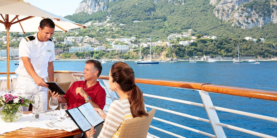 Couple enjoying a meal on a SeaDream cruise (Photo: SeaDream Yacht Club)