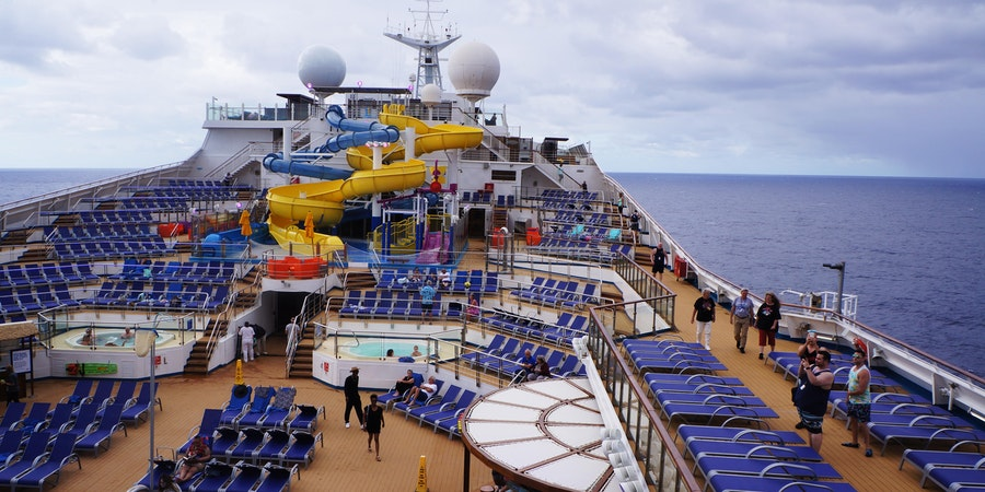 The pool deck on Carnival Sunrise (Photo: Erica Silverstein)