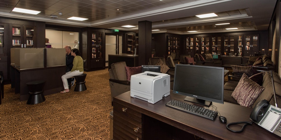 Library and Internet on Norwegian Epic (Photo: Cruise Critic)