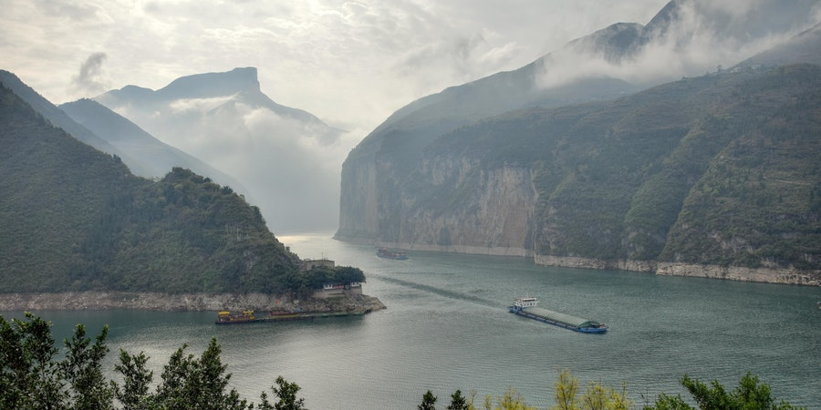 Light fog on the Yangtze River (Photo: Lao Ma/Shutterstock.com)