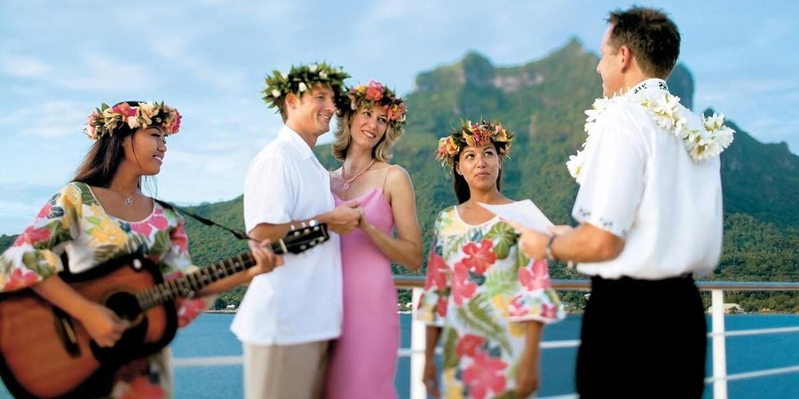 Polynesian blessing ceremony on Paul Gauguin Cruise (Photo: Paul Gauguin Cruises)