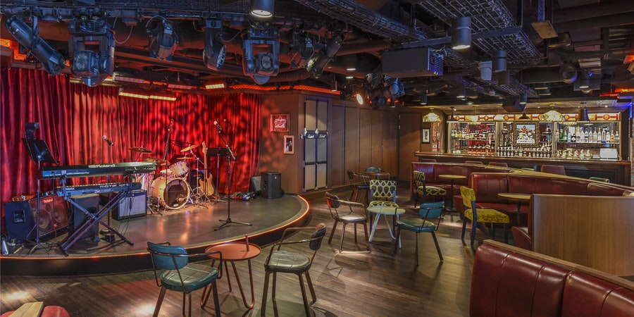 Syd Norman's Pour House on Norwegian Breakaway (Photo: Norwegian Cruise Line)