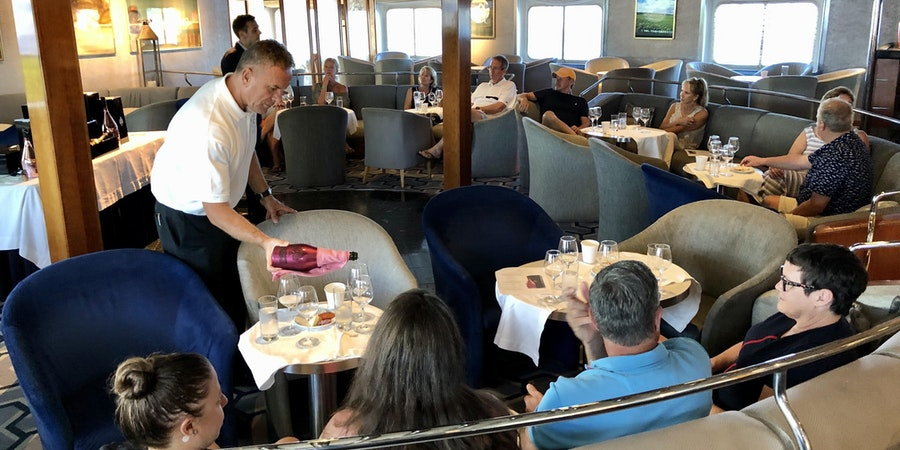 Wine tasting onboard SeaDream II (Photo: Chris Gray Faust/Cruise Critic)