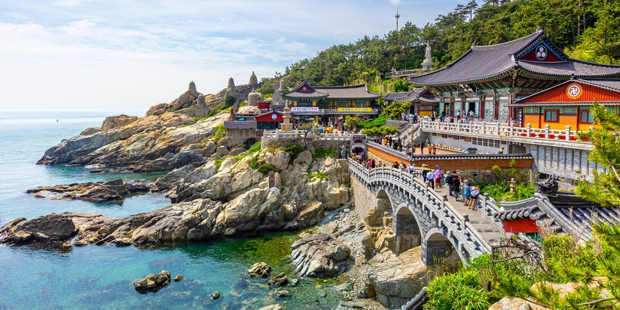 Haedong Yonggungsa Temple in Busan, South Korea (Photo: Sean Hsu/Shutterstock)