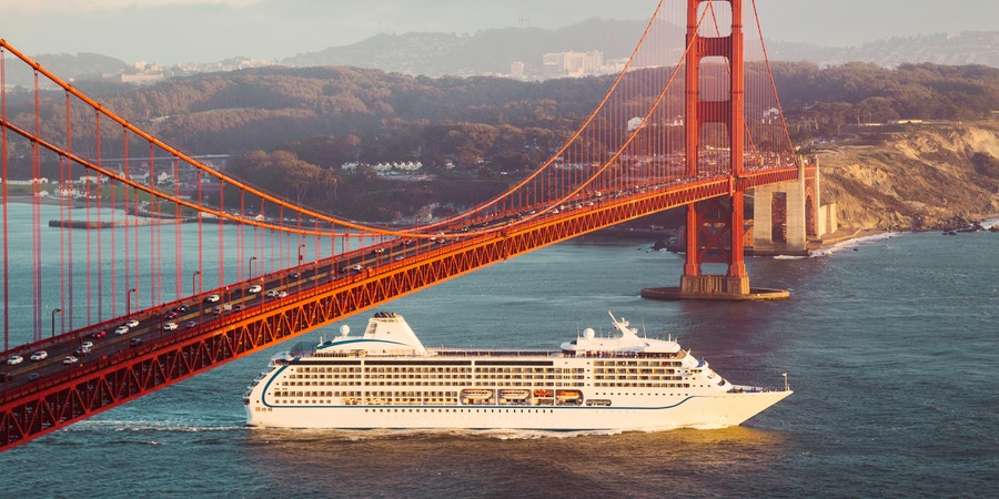 Cruise ship in San Francisco (Photo: canadastock/Shutterstock.com)