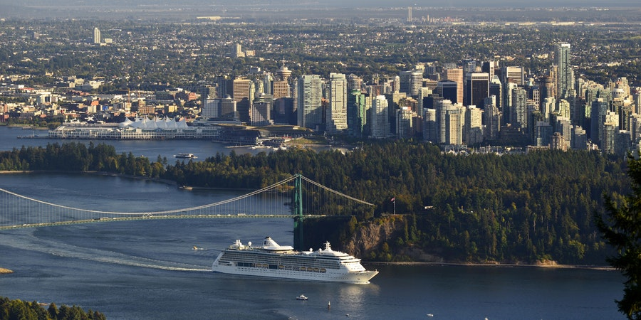 Cruise ship in Vancouver (Photo: Josef Hanus/Shutterstock.com)