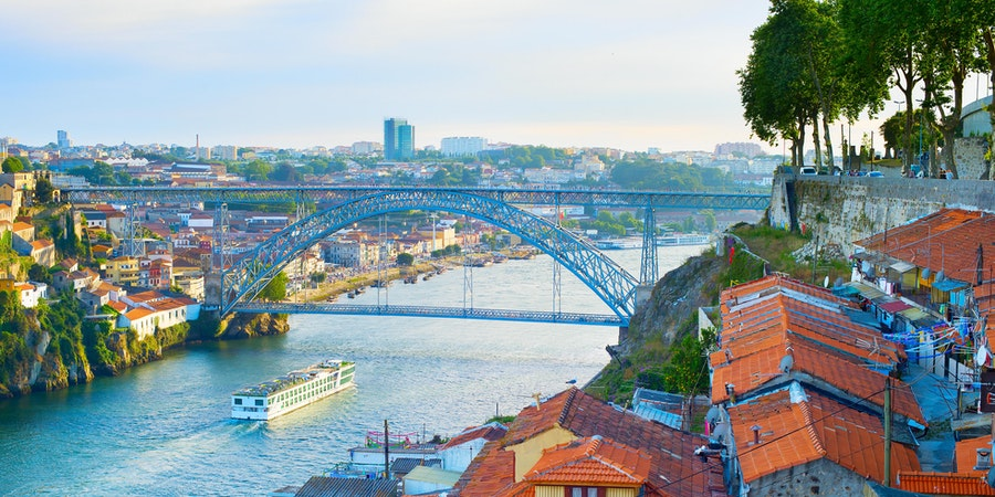 Cruise ship in Porto (Photo: joyfull/Shutterstock.com)