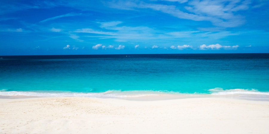 Beach in Nassau (Photo: bulbspark/Shutterstock.com)