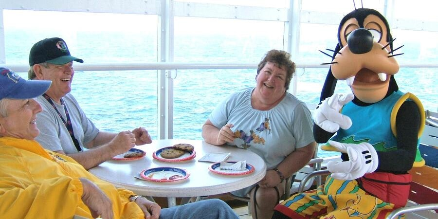 Dining with Goofy on Disney Cruise Line (Photo: PopFla/Cruise Critic member)