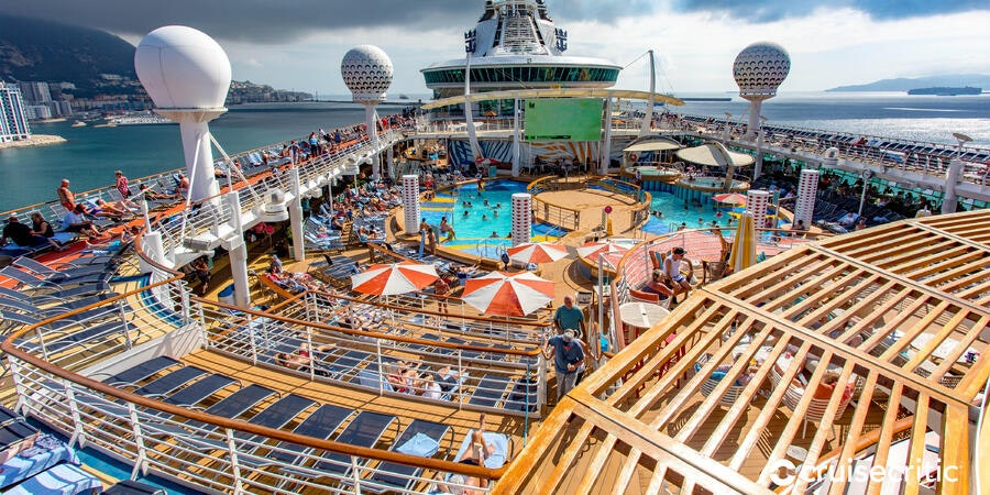 The Main Pool on Independence of the Seas (Photo: Cruise Critic)