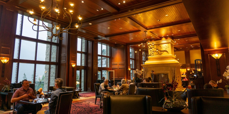 The Larkspur Lounge at The Rimrock Resort Hotel (Photo: Aaron Saunders/Cruise Critic)