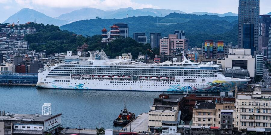 Asian Cruises Resume, in Taiwan and China's Yangtze River