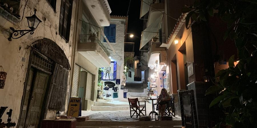 Poros at night (Photo: Adam Coulter/Cruise Critic)