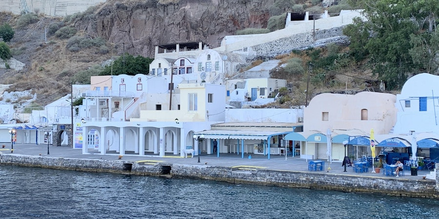 Empty pier in Santorini (Photo: Adam Coulter/Cruise Critic)
