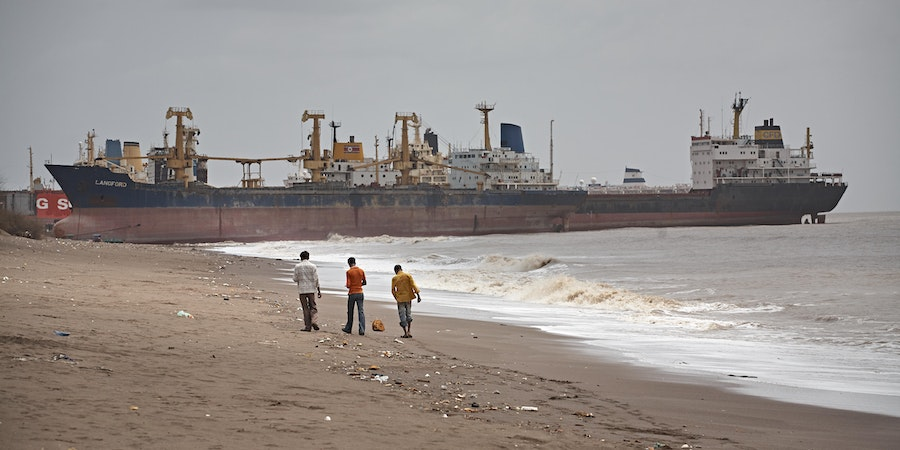 Shipbreaking yard in Alang, India (Photo: Salvacampillo/Shutterstock.com)