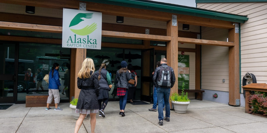 Alaska  Raptor  Center ( Photo by  Aaron  Saunders)