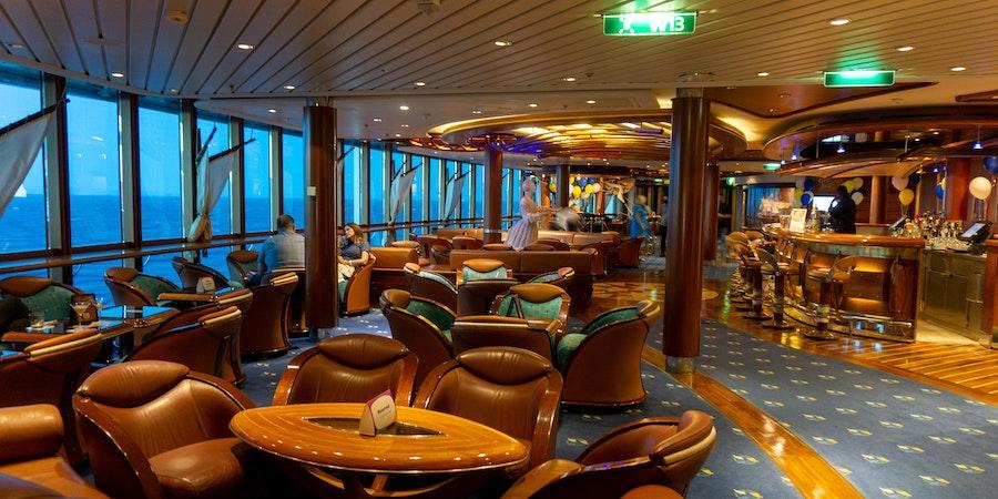 The Schooner Bar aboard Serenade of the Seas. (Photo: Aaron Saunders)