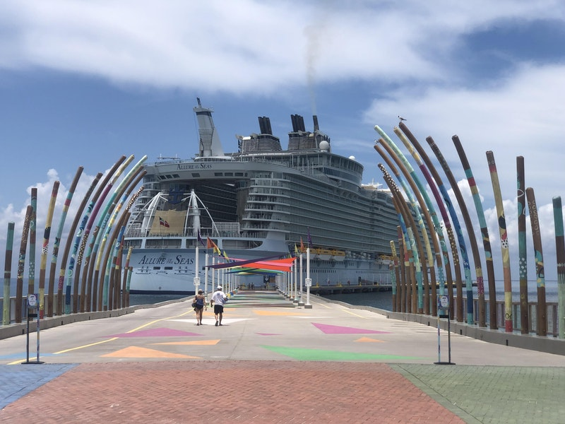 Live From the Allure of the Seas Test Cruise: No Drama, But Cheap Drinks, Free Waterslides