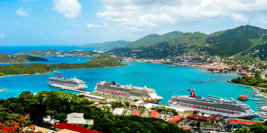 Cruise ships docked on a port day (Photo: Kateryniuk/Shutterstock.com)
